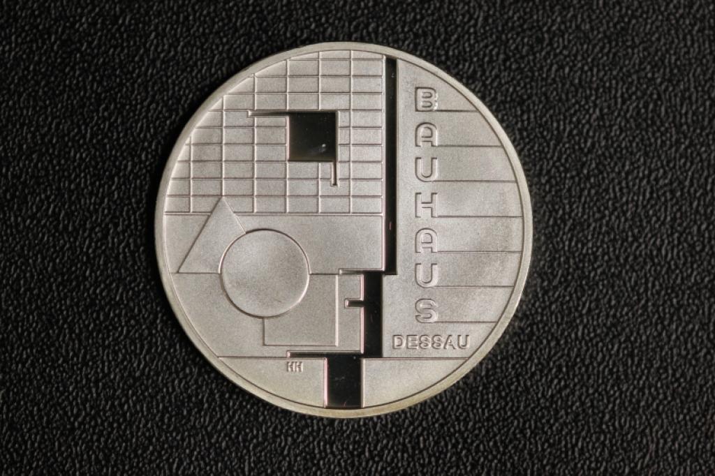 10 2004 Bauhaus Pp